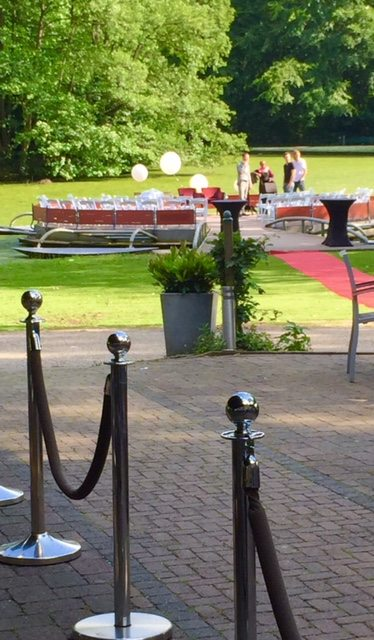 Brasserie de boerderij - Park Sonsbeek zingende babs floating circle wedding seating