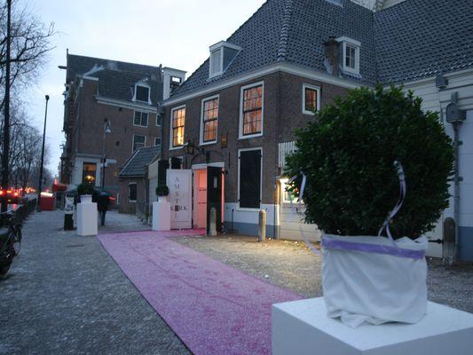 pink wedding aisle runner leading to the Amstelkerk, Amsterdam