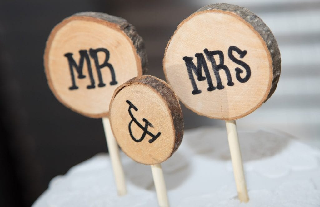 trends mr and mrs sign made from wood