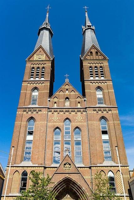 Posthoornkerk. Midden in de stad, aan de bruisende Haarlemmerstraat